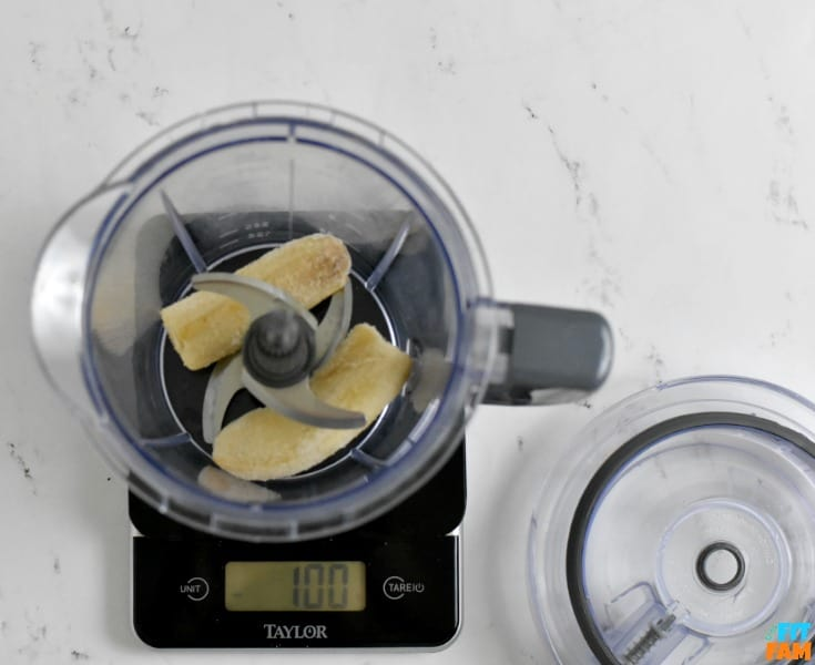 food scale pic with banana weighed out