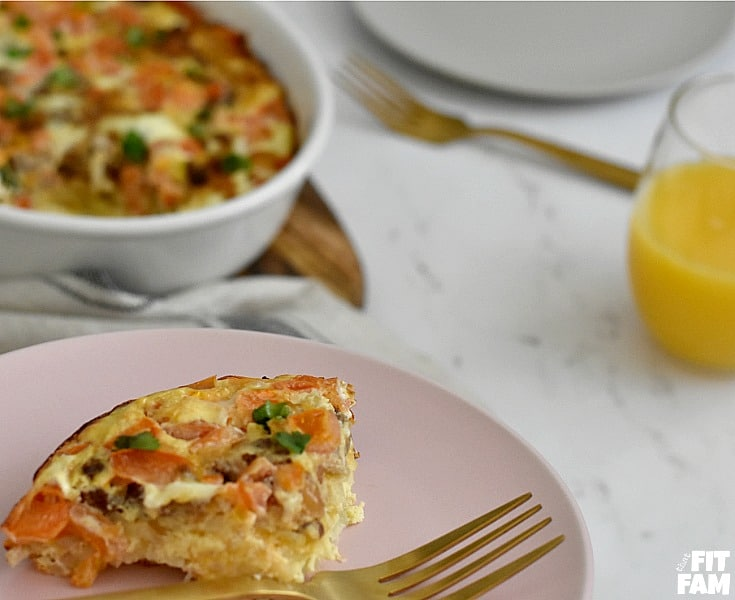 easy breakfast casserole recipe! perfect for Easter brunch and easy to lighten up to help you stick to your diet! It has eggs, jimmy dean sausage, and hashbrowns and some extras to make it packed with flavor! #brunch #breakfastgoals