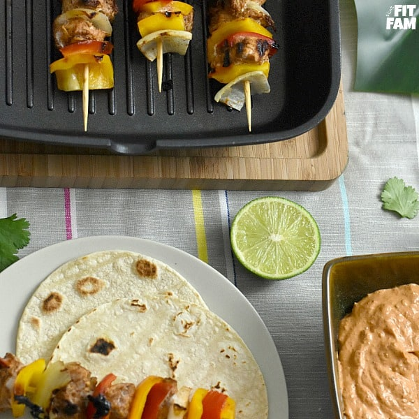 chicken fajita kabobs are so easy to make on the grill! perfect for a healthy barbecue, cinco de mayo, or any summer party! Great recipe for sticking to your diet, low carb, low fat, mexican food #lowcarb #dietfood #macros #iifym