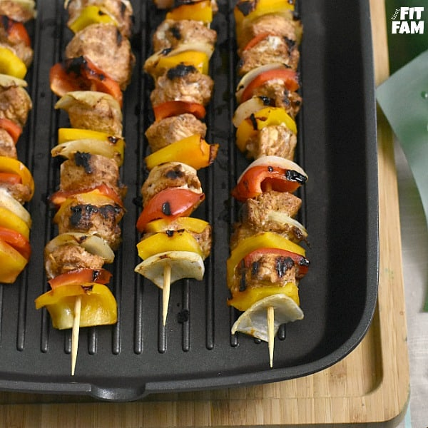 fajita style chicken kabobs are so easy to make on the grill! perfect for a healthy barbecue, cinco de mayo, or any summer party! Great recipe for sticking to your diet, low carb, low fat, mexican food #lowcarb #dietfood #macros #iifym