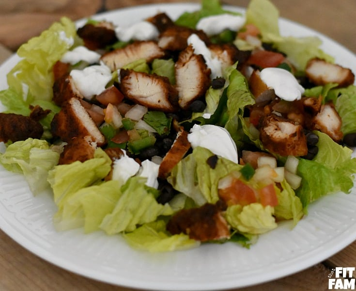 healthy blackened chicken salad is so easy to throw together, packed with super foods, and such a great salad to meal prep to keep you on track for your diet, very macro friendly