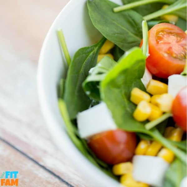 salad picture with spinach and tomatoes