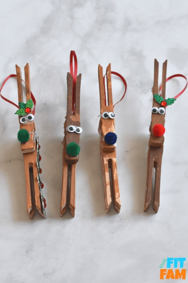 this reindeer ornament craft is so easy and fun for kids to make during the holidays! love clothespin crafts! #DIYChristmas #preschoolcraft