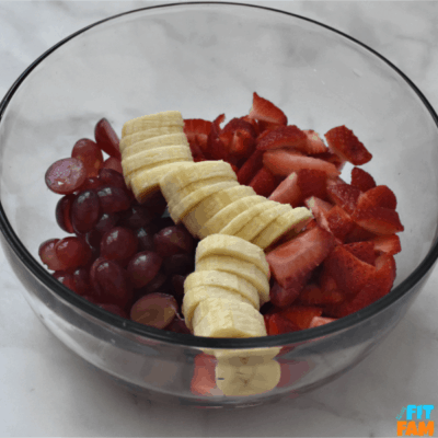 strawberry yogurt fruit salad. such a great side dish for holiday parties! its so easy to make, and is a relatively healthy party food! perfect for Thanksgiving and Christmas! marshmallow fruit salad #partyfood #fruitsalad