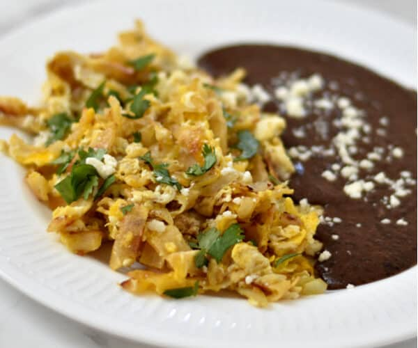 Breakfast Migas recipe is a filling Mexican dish that goes perfectly with beans & salsa. #mexicanfood